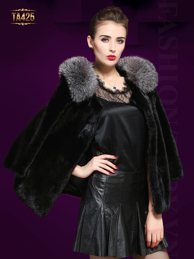 Áo lông thú là đỉnh cao của nghệ thuật thiết kế. Mã sản phẩm TA425. Giá: 46,340,000 VND