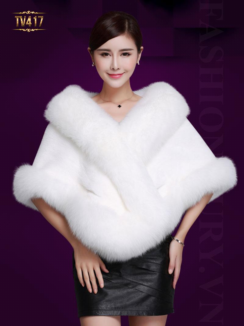 Thiết kế áo lông màu trắng nổi bật mang lại sự tinh khôi và sang trọng. Mã sản phẩm TA417. Giá: 35,245,000 VND