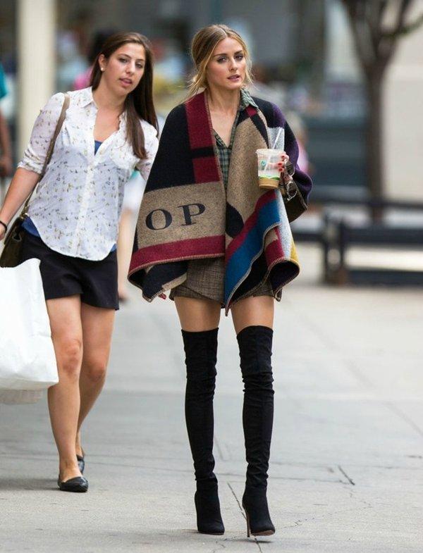 Kate Hudson phong cách với áo khoác dạ dáng ngắn poncho đơn giản mà tràn đầy sức sống