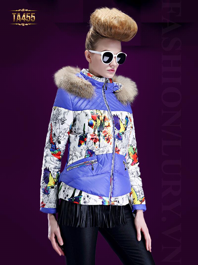 Cách phối hợp lông thú và áo khoác phao tạo nên style cực kỳ độc đáo TA455