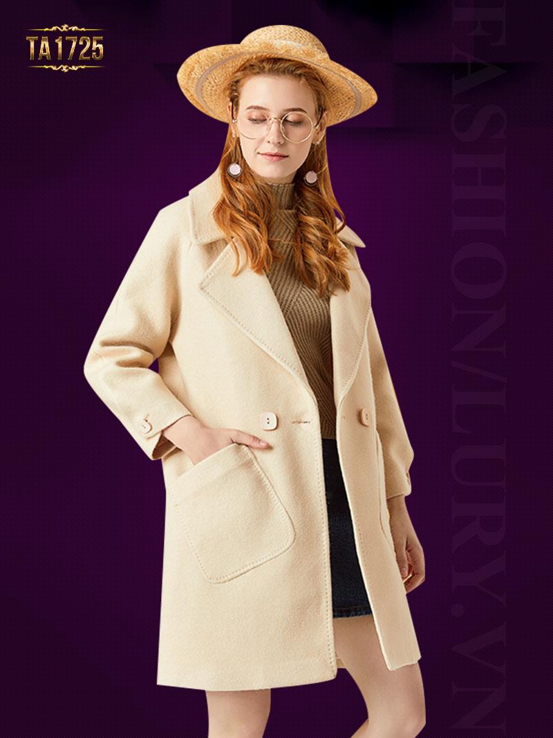 Kiểu áo dạ túi lệch sành điệu thiết kế cổ vest thời thượng TA1725; Giá: 2.865.000 VNĐ