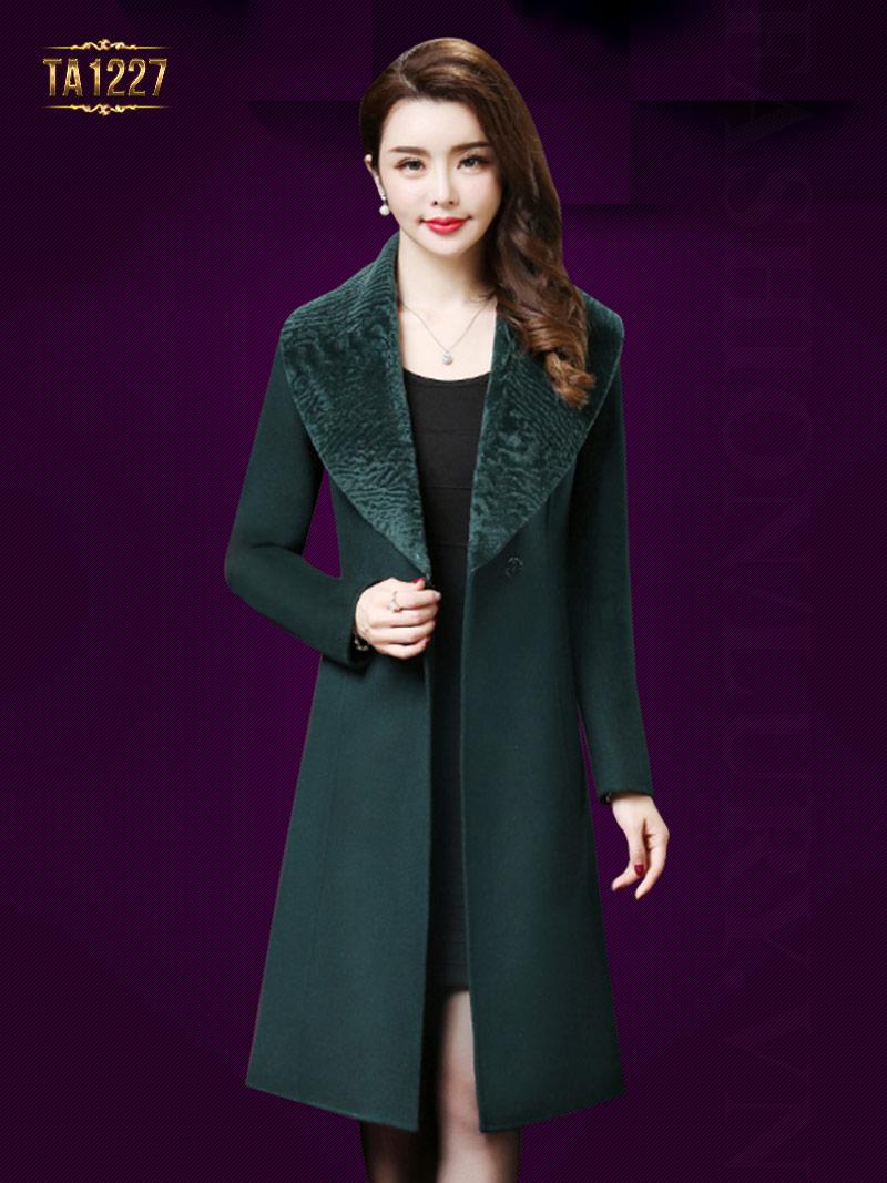 Áo khoác dạ dài 1 cúc cổ lông sang trọng dáng dài thanh lịch, đẳng cấp TA1227; Giá: 17.227.000 VNĐ