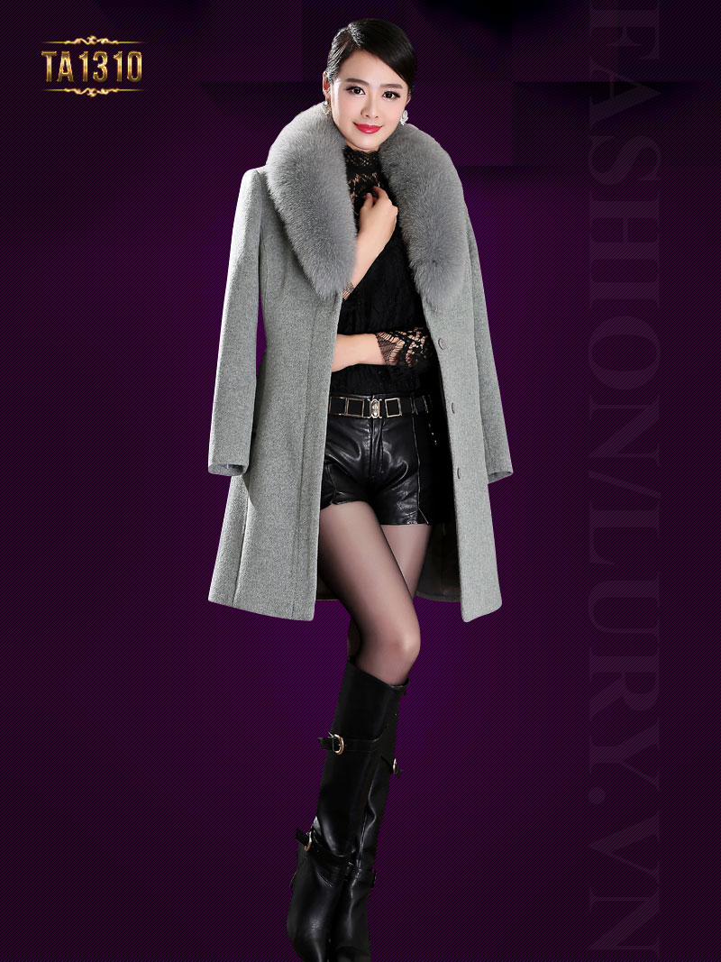 Mẫu áo khoác dạ trơn dáng dài cổ phối lông chồn cao cấp mang đến nét sang trọng và quý phái