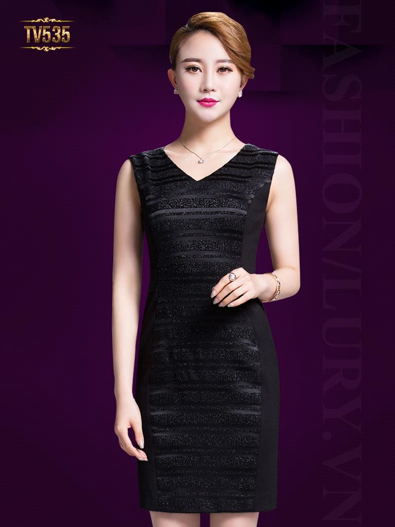Ấn tượng với những kiểu váy liền thân cho quý cô trung niên