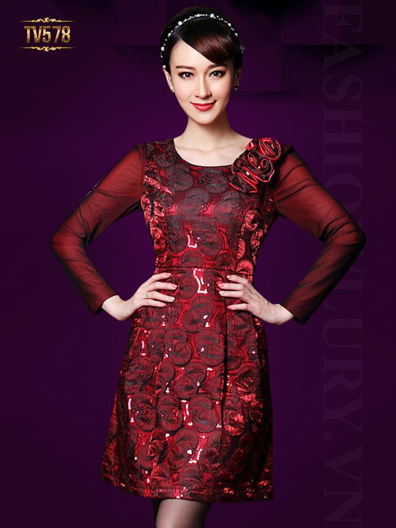 Đầm gấm đỏ tay nhung vai đính hoa nổi đẹp TV578