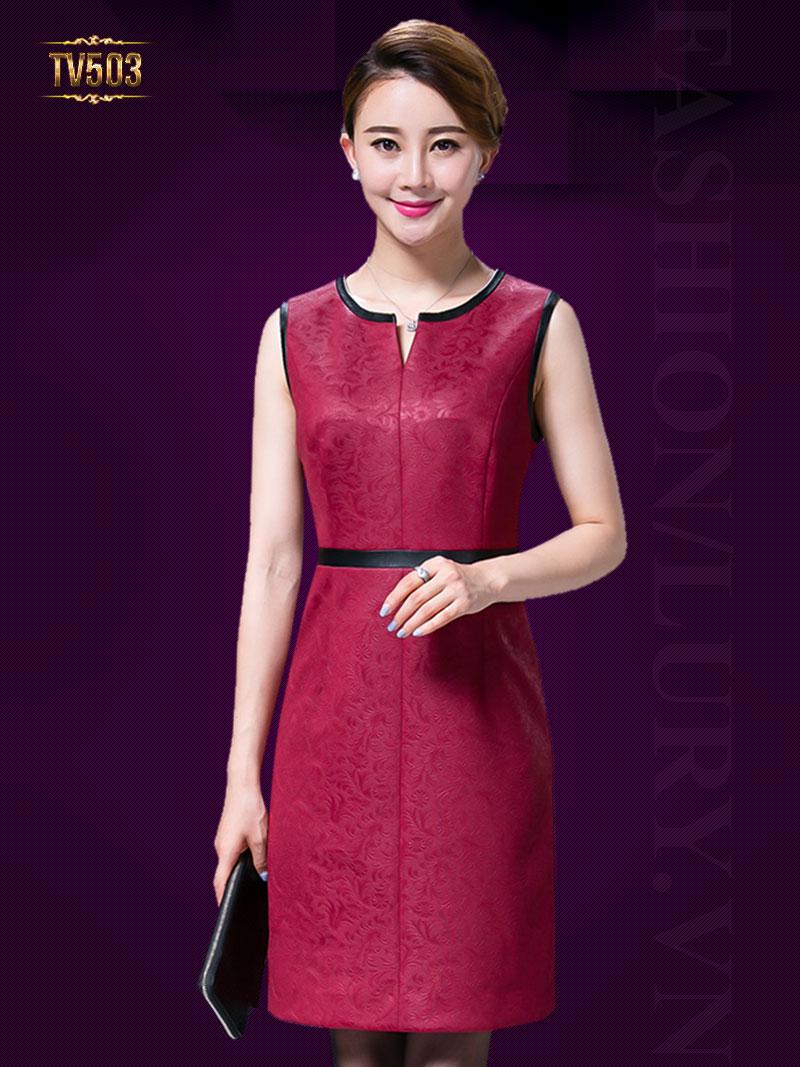 Đầm gấm sát nách thể hiện sức hút riêng cho người mặc TV503