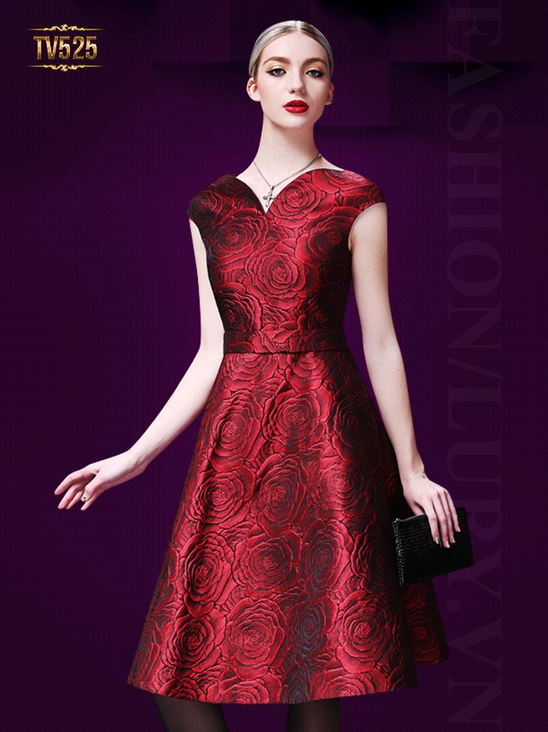 Đầm gấm hoa hồng chữ A một màu cổ cách điệu cao cấp TV525 (Màu đỏ)