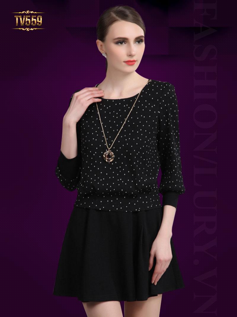 những mẫu váy đầm sang trọng tuổi trung niên thì bạn cũng có thể làm cho mới mình khi phối áo và chân váy