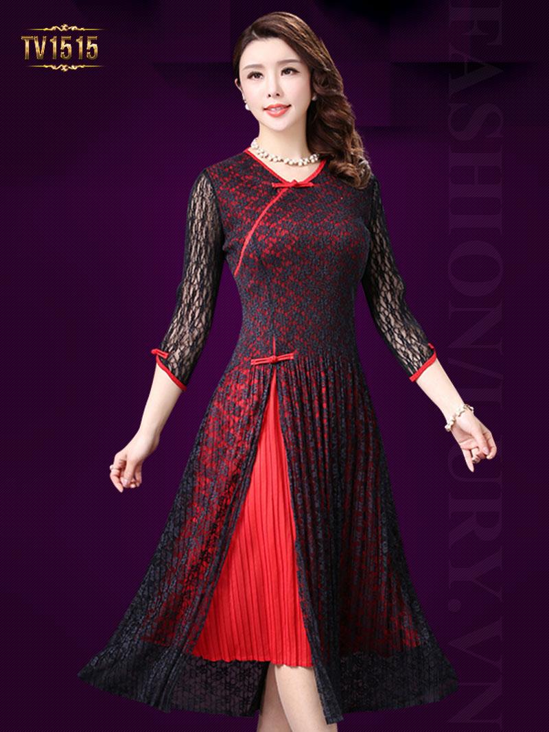 Các chất liệu voan và ren với họa tiết thích hợp hoàn toàn vẫn mang lại một vẻ đẹp quý phái cho các mẫu váy đầm xòe tuổi trung niên.