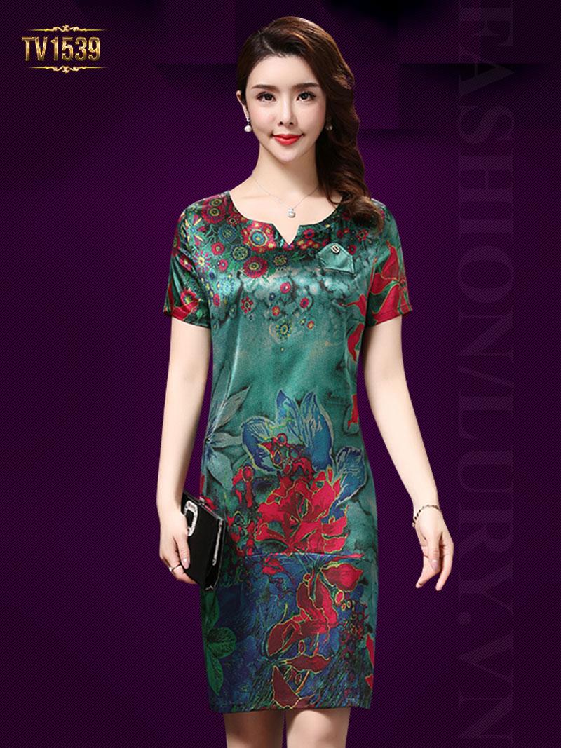 Mẫu đầm suông họa tiết hoa nền cực sang trọng và quý phái TV1539