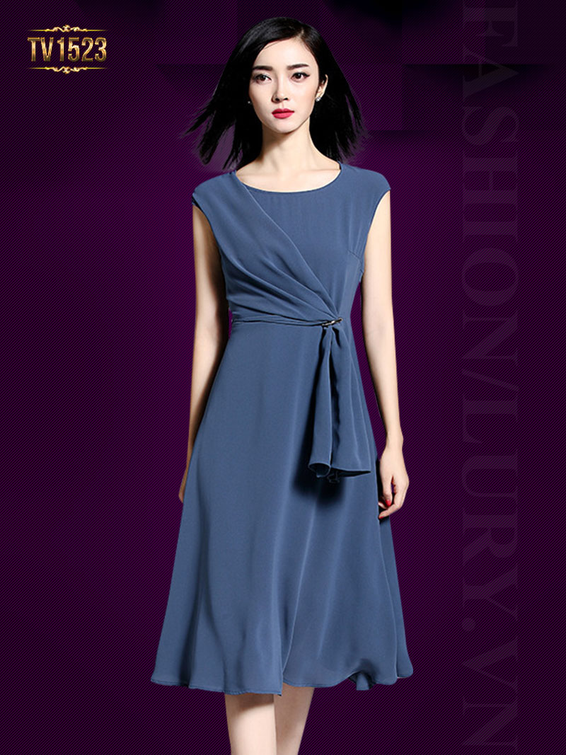 Mẫu đầm xòe xếp ly vạt lệch màu xanh thời trang cho nàng công sở TV1523