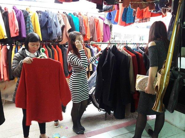 Các khu chợ sinh viên là địa chỉ bán áo khoác dạ nữ tại hà nội giá rẻ