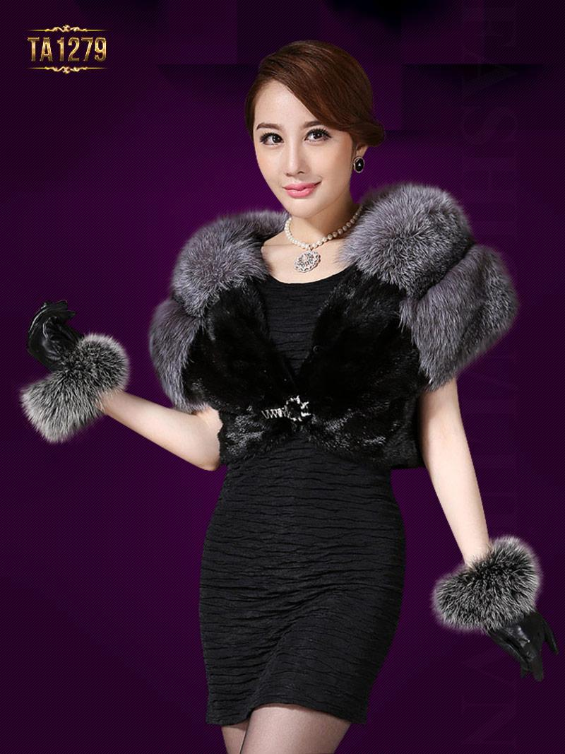 Mix áo lông thú với váy liền