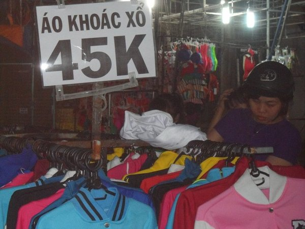 Các khu chợ bán áo khoác dạ nữ giá rẻ HCM được nhiều chị em lựa chọn
