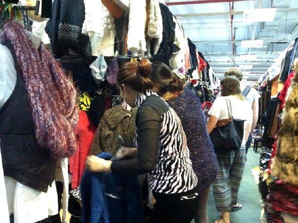 Áo lông thú kém chất lượng được bán với giá thành rất rẻ