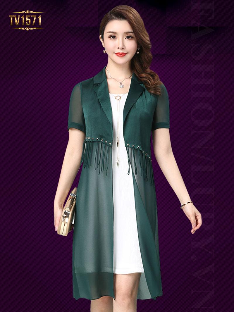 Những mẫu váy đầm trung niên được thiết kế ngày càng trẻ trung và nữ tính hơn TV1571